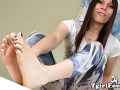 Sole fetish tgirl  off toes..