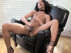 Ebony femboi hither..