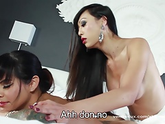 Venus Lux Gives Foxxy An..